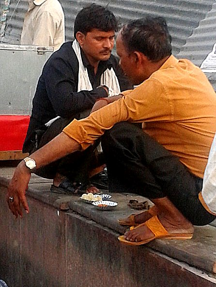 momos on streets of Delhi