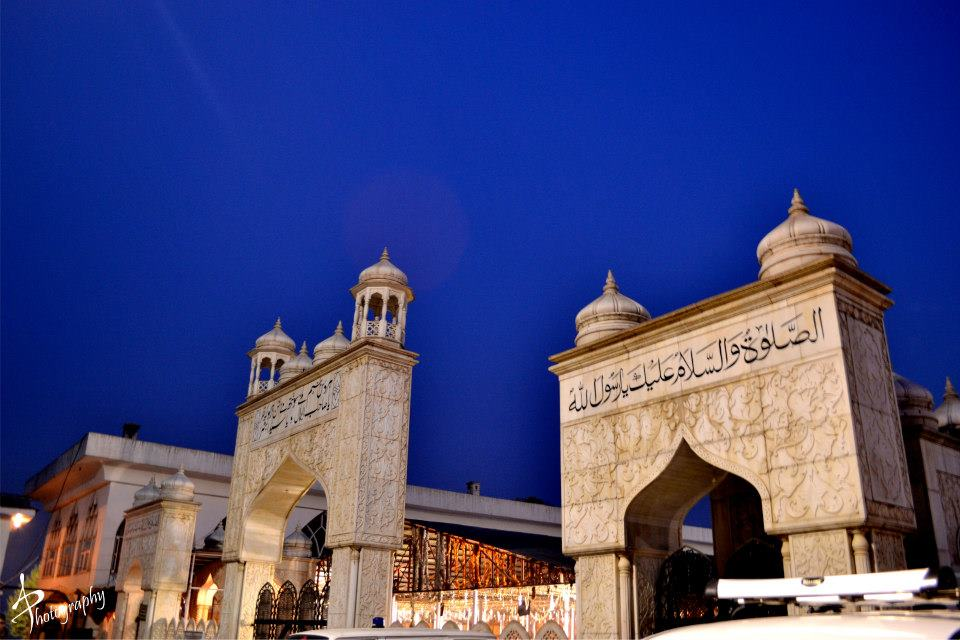 Entrance to Hazratbal shrine