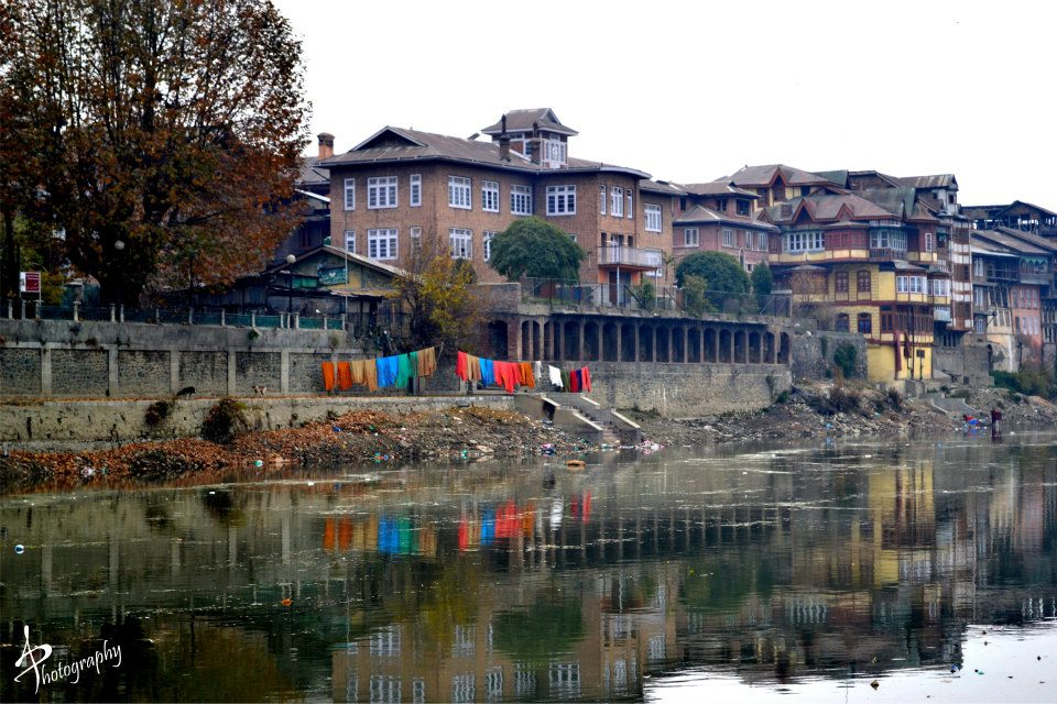 clothes drying dal lake srinagar kashmir