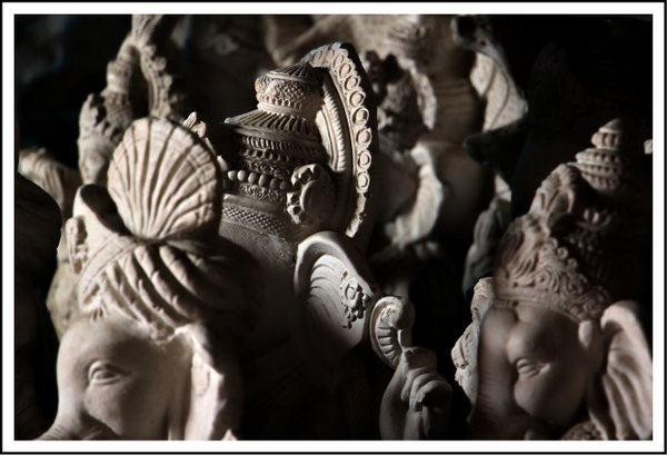 making of Ganesha Idol (3)