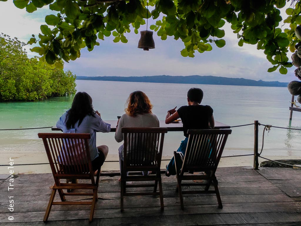 Outdoor breakfast Raja Ampat Dive Lodge