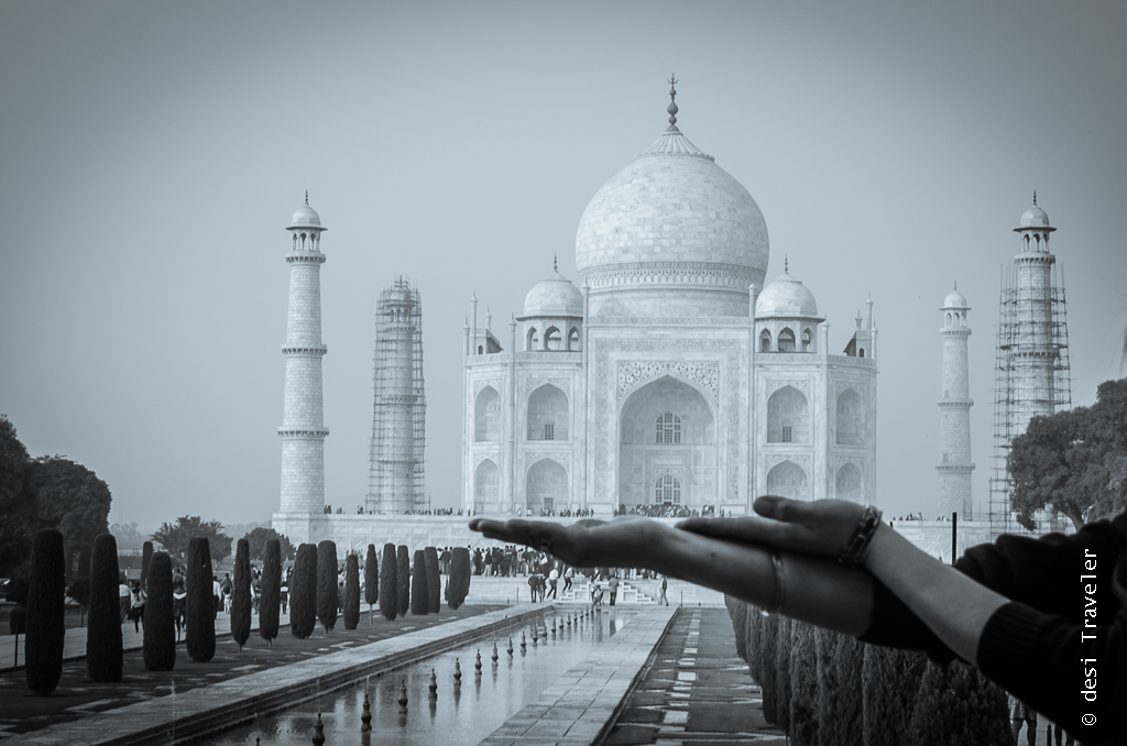 Taj Mahal in Hand picture