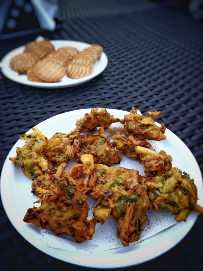 Pakodas & Biscuit Tea Time