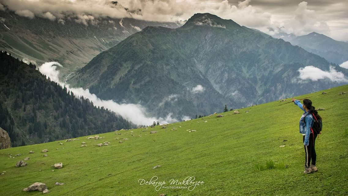 solo girl trekking Kashmir India